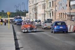 在Malecon的老美国汽车,哈瓦那,古巴 库存图片