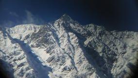 在manali的多雪的山峰 库存照片