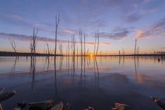 在Manasquan水库的五颜六色的日出 库存照片