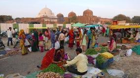 在Mandu,中央邦,印度的星期六市场 部族人民从每星期一次聚集这里 股票录像