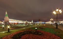 在Manezhnaya Ploshchad的夜视图在莫斯科 库存照片