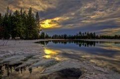 在Manzanita湖,拉森火山国家公园的日落 库存照片
