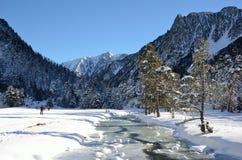 在Marcadau谷的越野滑雪 免版税图库摄影