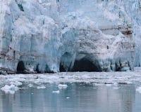 在Margerie冰川的洞 图库摄影