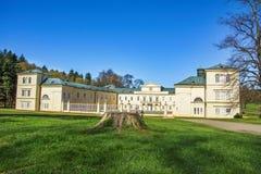 在Marianske Lazne -捷克附近陈述大别墅Kynzvart在小西部漂泊温泉城市Lazne Kynzvart 免版税库存图片