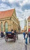 在Mariastraat,布鲁日,比利时的一个用马拉的支架 免版税库存图片