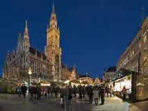 在Marienplatz广场的圣诞节市场在慕尼黑,德国 库存照片