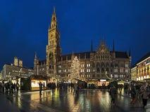 在Marienplatz广场的圣诞节市场在慕尼黑,德国 免版税库存图片