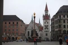 在Marienplatz的Altes Rathaus在慕尼黑,德国 免版税库存图片