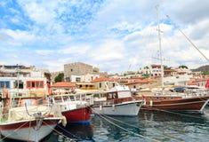 在marmaris的马尔马里斯港城堡端起与小船和海视图 库存图片