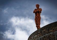 在Martello塔的安东尼Gormley雕象在Aldeburgh 图库摄影