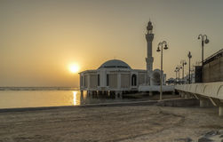 在Masjid Ar Rahmah,吉达的日落 免版税库存图片