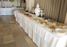 在Masseria Torre Coccaro手段的可口早餐点心自助餐 库存图片