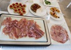 在Masseria Torre Coccaro手段的可口早餐自助餐 免版税库存图片