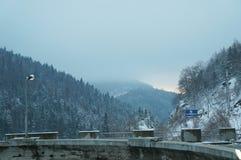 在Mavrovo湖, Mavrovo国家公园,马其顿共和国的水坝 免版税库存图片