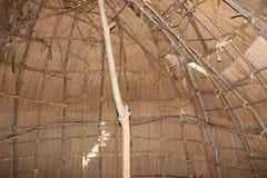 在Meadowcroft rockshelter的圆锥形小屋里面 图库摄影