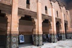 在medersa本优素福里面在马拉喀什,摩洛哥 库存照片
