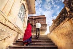 在Mehrangarh堡垒的印地安家庭 库存图片