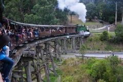 在Melbourneï ¼ ŒAustrailia的喘气的铁罐铁路 库存图片
