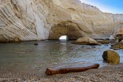 在Melos海岛,希腊的Sykia洞 库存照片