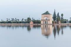 在Menara庭院的Pavillion在马拉喀什,摩洛哥 图库摄影