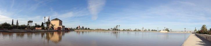 在Menara庭院水池的Pavillion反射在马拉喀什 免版税图库摄影