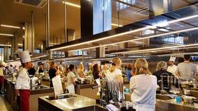 在Mercato Centrale的一节烹饪课在佛罗伦萨,意大利 免版税库存图片
