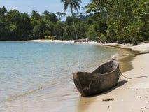 在Mergui群岛的木独木舟 免版税库存照片