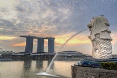 在Merlion公园的日出在新加坡 库存照片