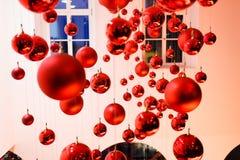 在Mersedes的陈列的红色球 免版税库存照片