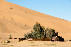 在Merzouga沙丘-摩洛哥的巴巴里人帐篷 库存照片