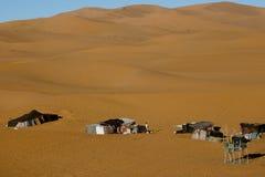 在Merzouga沙丘-摩洛哥的巴巴里人帐篷 库存图片