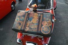 在Messerschmitt Kabinenroller的手提箱 免版税库存照片