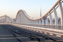 在Meydan桥梁的刹车痕在迪拜 图库摄影