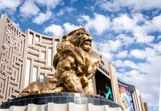 在MGM Grand旅馆和赌博娱乐场-拉斯维加斯,内华达,美国的金黄狮子 免版税库存图片