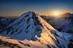 在Miedziane峰顶的日出 高山tatra 免版税库存照片