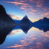 在Milford Sound的美好的日落视图 图库摄影