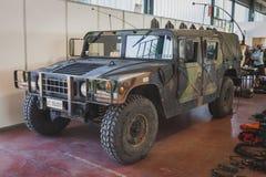 在Militalia的Humvee车在米兰,意大利 库存照片