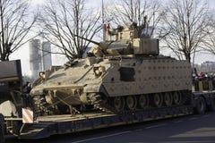 在militar游行的坦克布雷得里在拉脱维亚 免版税库存照片
