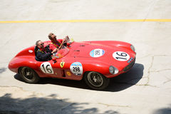 1954年在Mille Miglia的法拉利750蒙扎蜘蛛Scaglietti 免版税图库摄影