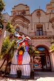 在Mingeil国际博物馆修造前面的马赛克雕象 库存照片