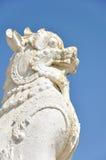 在Mingun塔,曼德勒,缅甸前面的Chinthe 库存图片