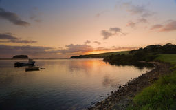 在Minnamurra河伊拉瓦拉NSW澳大利亚的日出 免版税库存照片