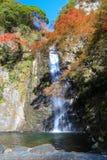 在Minoo瀑布,大阪,日本的秋天 库存照片