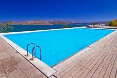 在Mirabello海湾的游泳池 库存照片
