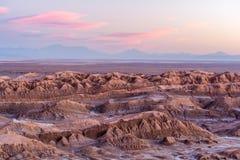 在Mirador del Coyote -圣佩德罗火山de阿塔卡马的日落 图库摄影