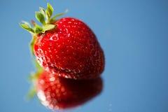 在mirrow的草莓 库存照片