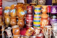 在Missiones状态,阿根廷的纪念品yerba表面无光泽的杯子 免版税库存照片