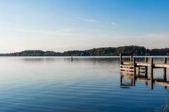 在Missouri湖的一平安的天 库存照片