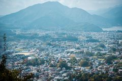 在Mitsutoge山的风景视图在湖Kawaguchiko附近在日本 免版税库存照片